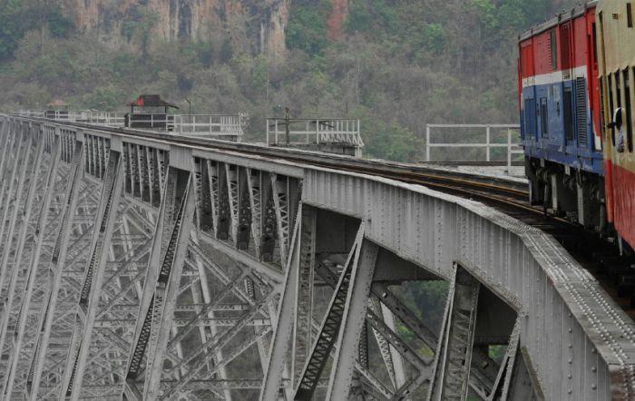 Goteik Viaduct in Myanmar (7 pics)