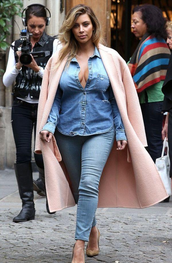 Kim Kardashian's Cleavage (10 pics)
