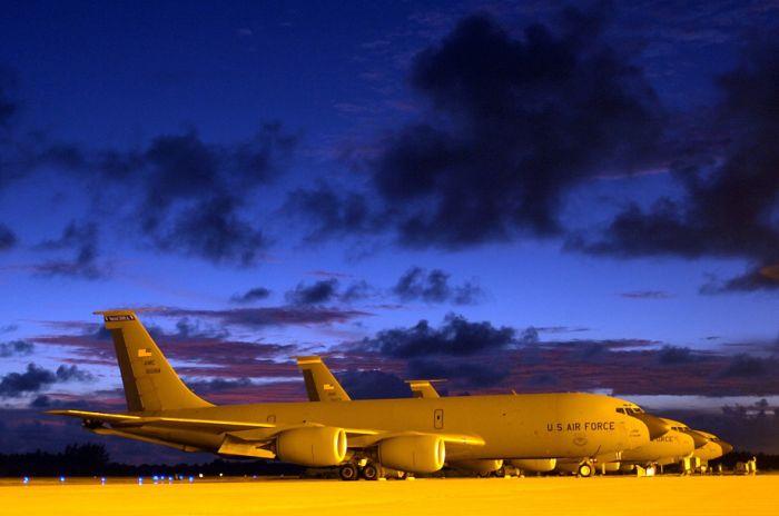 Boeing KC-135 Stratotanker at Work (50 pics)
