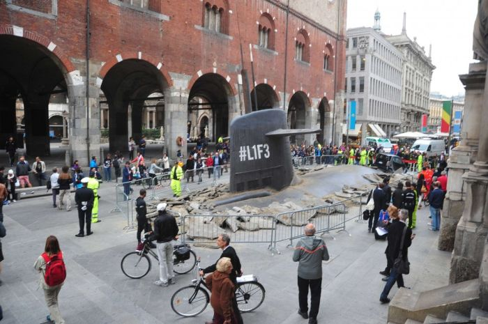 Submarine in the Centre of Milan (11 pics)