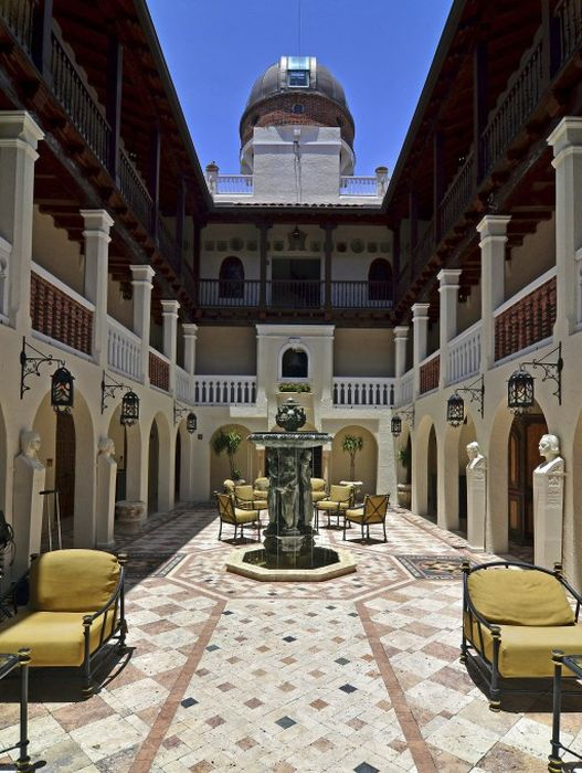 Versace Mansion is Sold (23 pics)