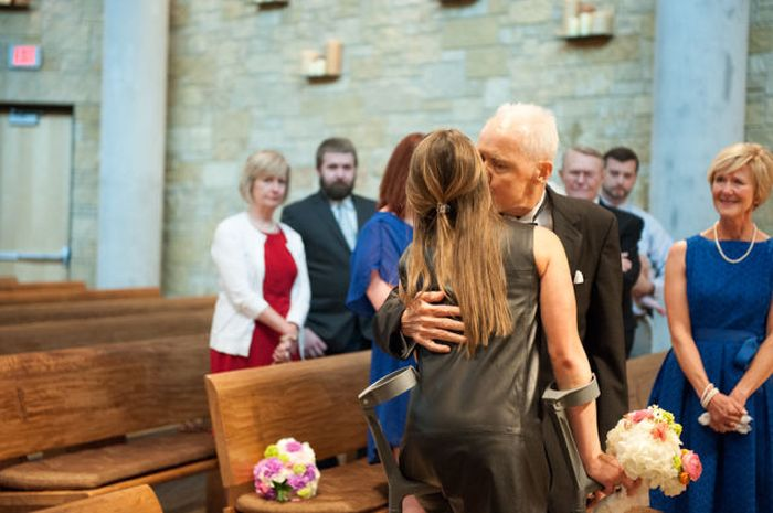 A Father's Final Act of Love for His Unmarried Daughters (35 pics)
