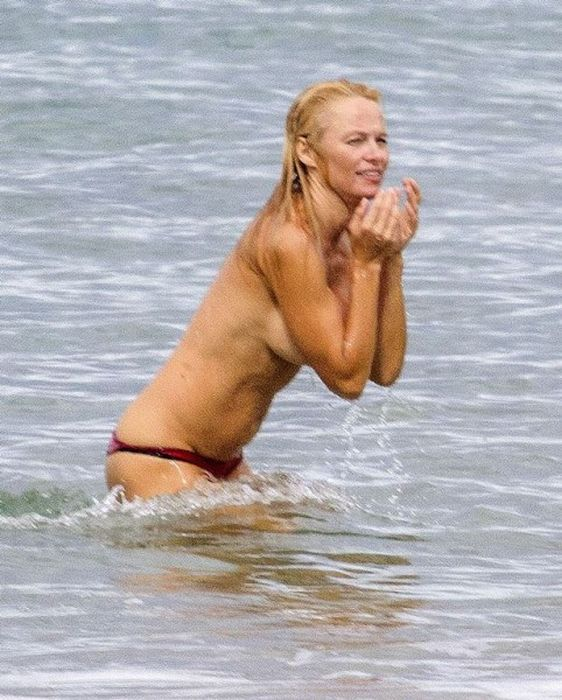 Pamela Anderson in France (10 pics)