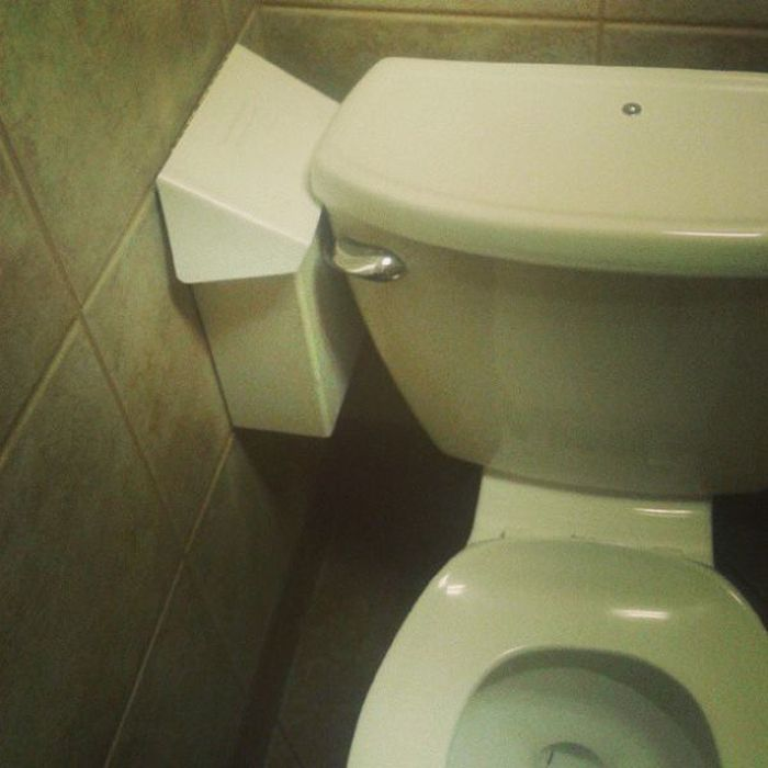 Something is Wrong (47 pics)