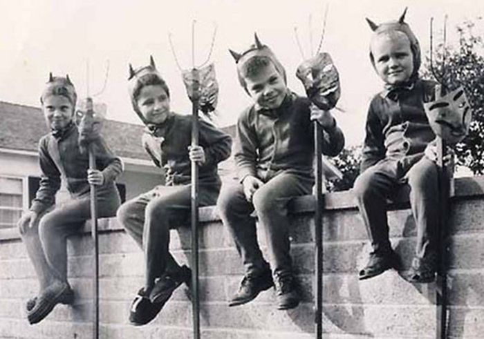 Scary Vintage Halloween Costumes (27 pics)