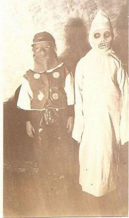 Scary Vintage Halloween Costumes (27 pics)
