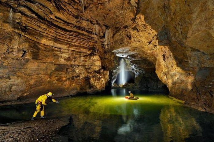 Beautiful Cave (24 pics)