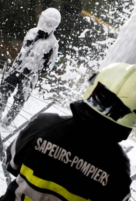 Belgian Firefighters vs Riot Police (11 pics)