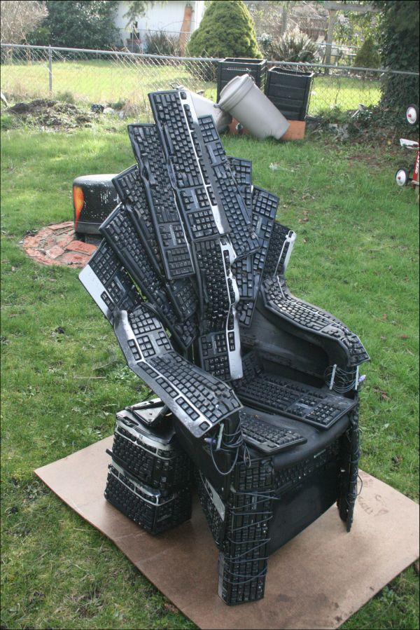 Keyboard Throne (6 pics)