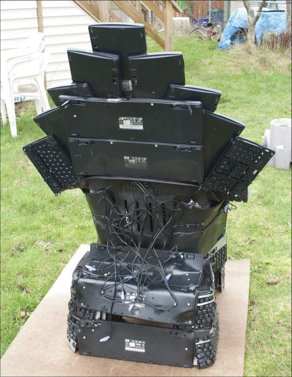 Keyboard Throne (6 pics)