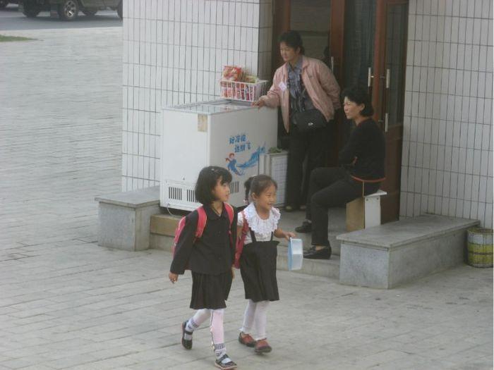 Ordinary People of North Korea (165 pics)