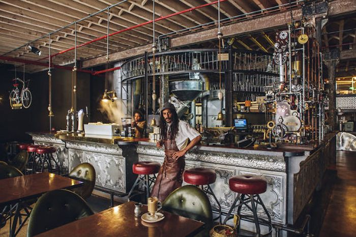 Steampunk Cafe in South Africa (9 pics)
