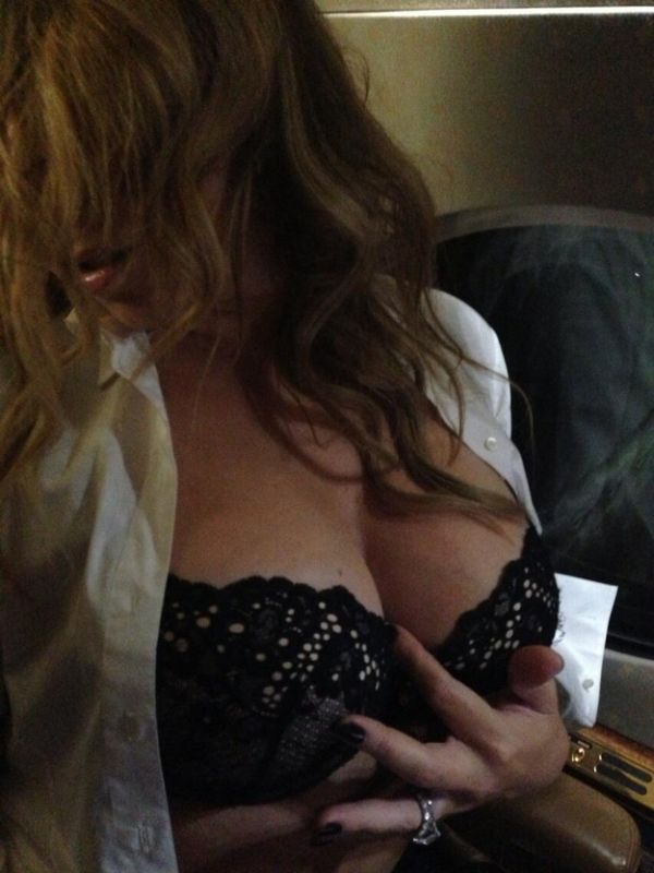 Mariah Carey Sends Her Tits to Nick Cannon (2 pics)