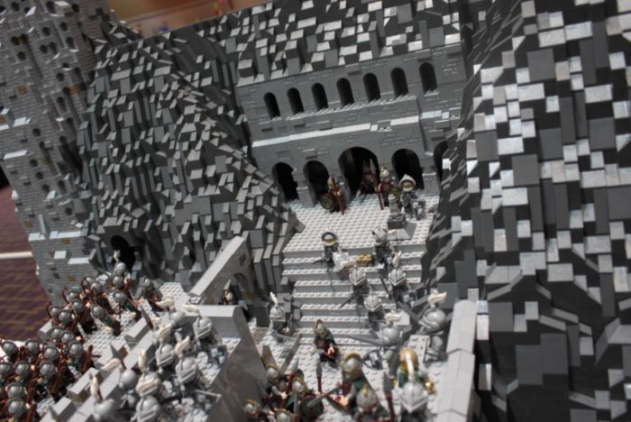 The Battle Of Helm's Deep Recreated in Lego (30 pics)