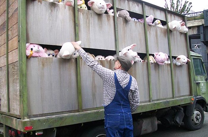 Banksy's Plush Animal Slaughterhouse Truck in NYC (4 pics)