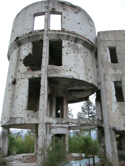 Abandoned Sarajevo Olympic Bobsleigh Track (20 pics)