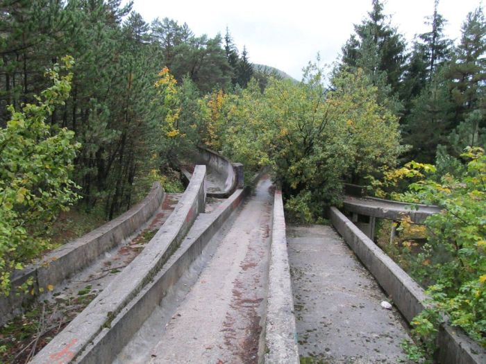 Abandoned Sarajevo Olympic Bobsleigh Track (20 pics)