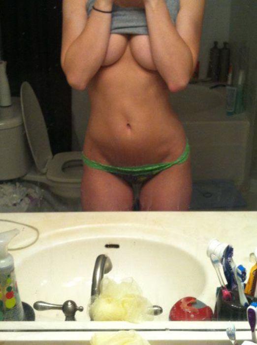 Underboob Photos (31 pics)