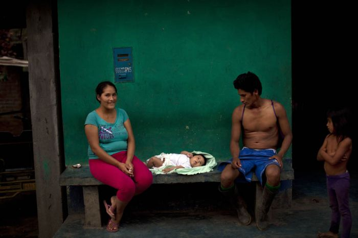 Coca Farmers in Peru (15 pics)