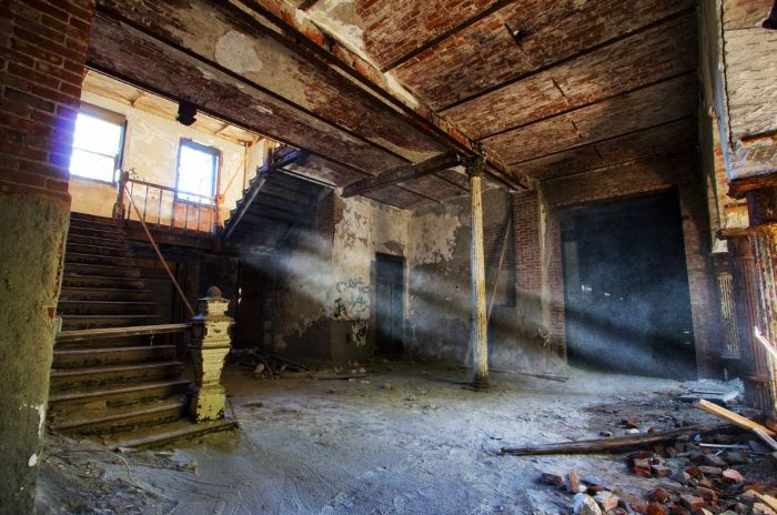 Abandoned Places (50 pics)