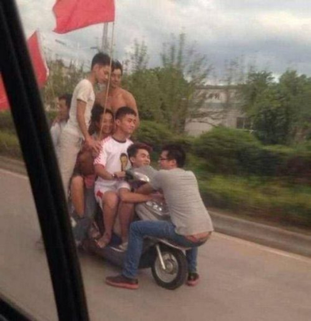 This World is Full of Idiots and Crazy People (29 pics)