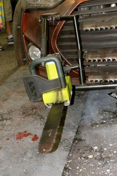 Anti-Zombie Car (19 pics)