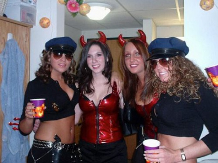 Hot Halloween Girls (45 pics)