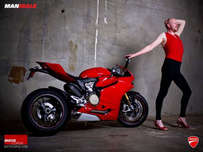 Men vs Women in Ducati Ad (20 pics)
