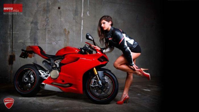 Men vs Women in Ducati Ad (20 pics)