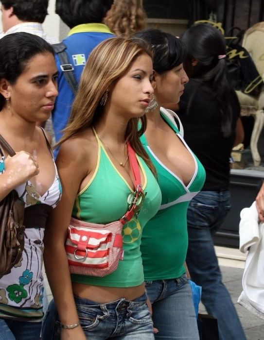 Girls with Bags (25 pics)