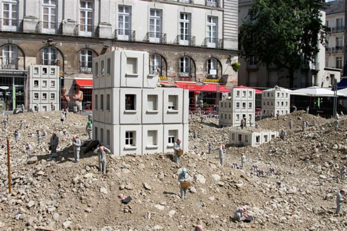 Miniature City in Ruins (16 pics)