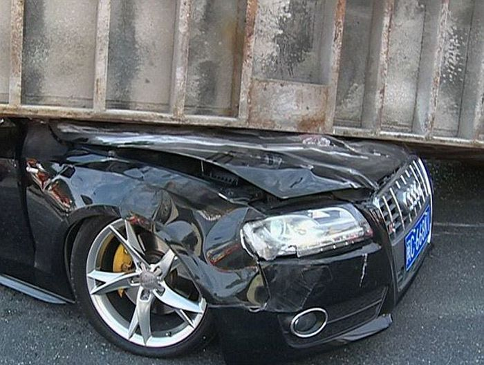 Couple Survives a Terrible Crash (8 pics)