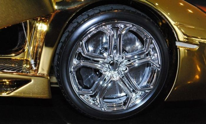 Solid Gold Aventador LP 700-4 Model (13 pics)