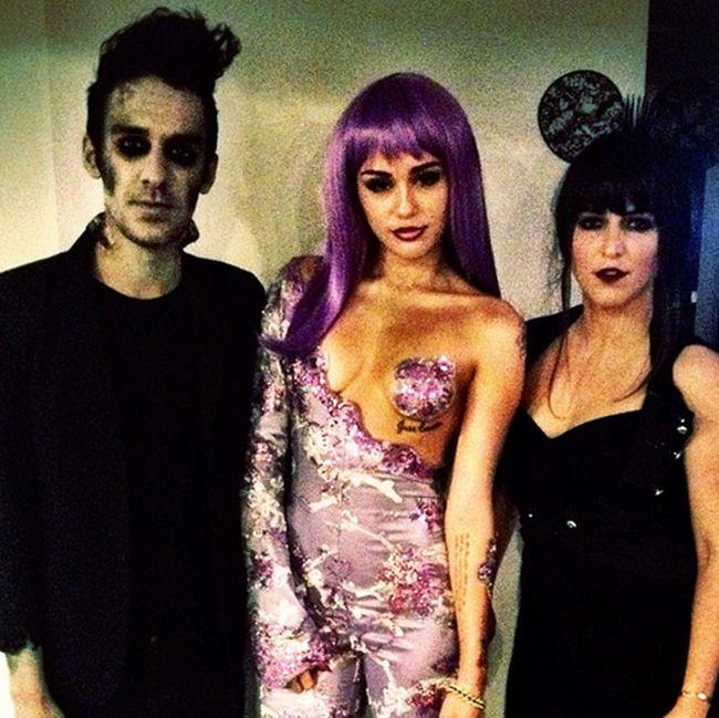 Miley Cyrus' Halloween Costume (5 pics)