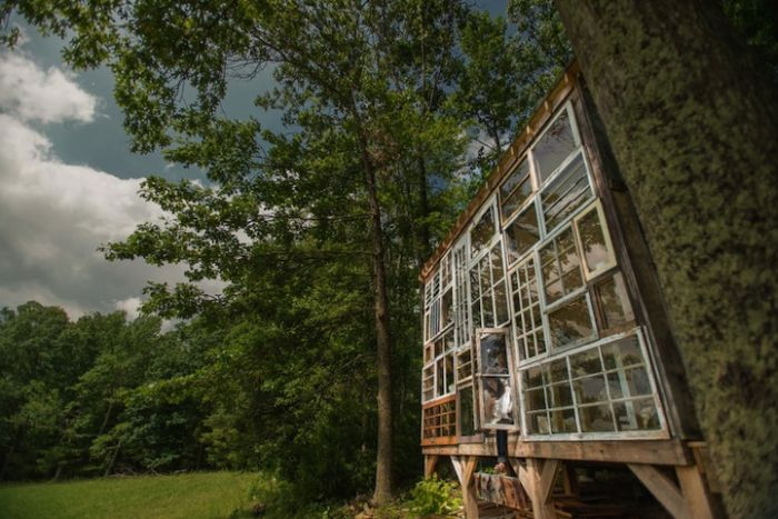 Cabin in the Woods Built for $500 (11 pics)