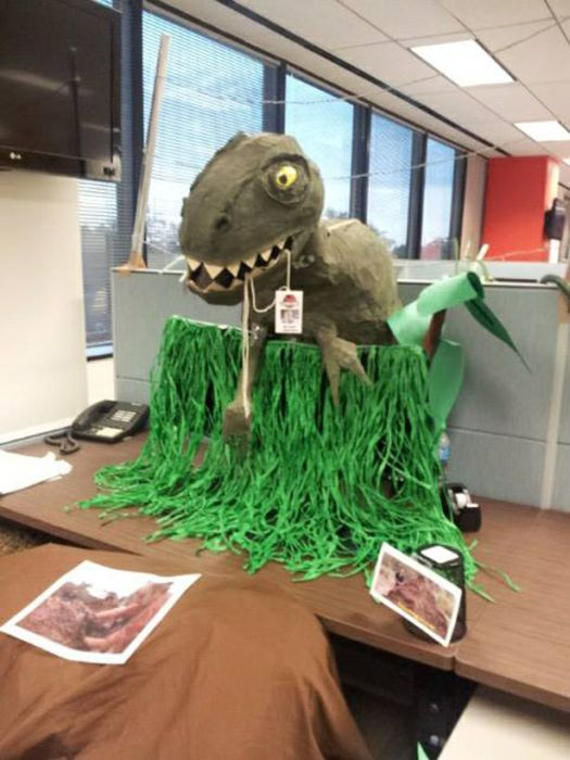 Jurassic Park Halloween Office Decoration (10 pics)