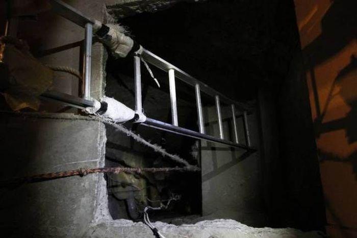 Drug Tunnel (9 pics)