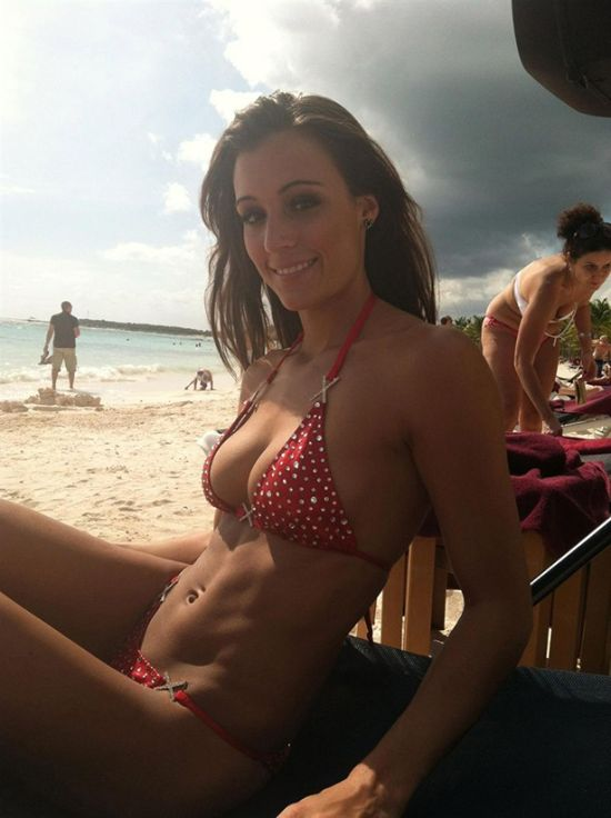 Girls in Bikinis (36 pics)