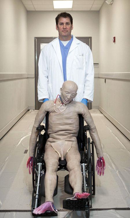 Synthetic Human Body by SynDaver Labs (10 pics)