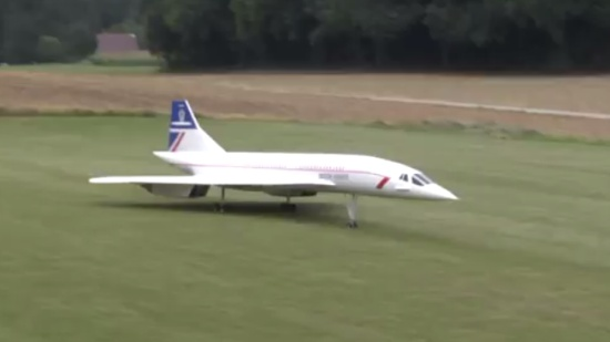 Awesome Concorde Model Takeoff