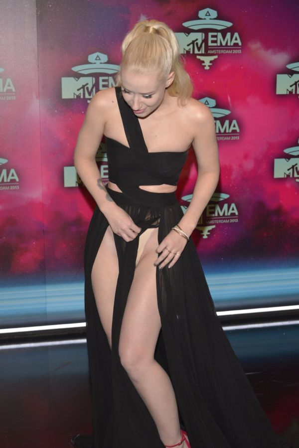 Iggy Azalea Flashes Things (12 pics)