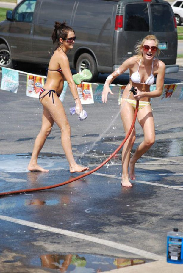 Bikini Car Wash (41 pics)