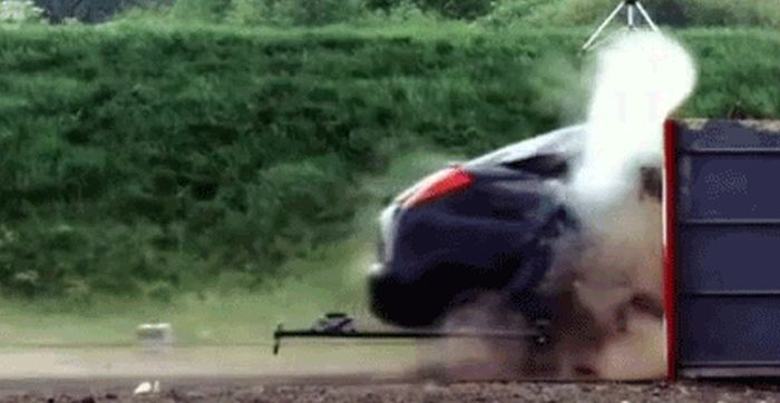 Crash Test Gifs (10 gifs)