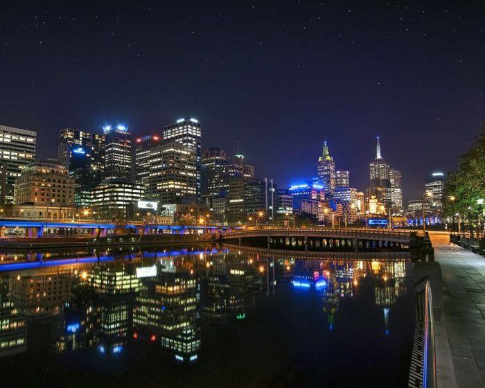 Mirrored Cities (21 pics)
