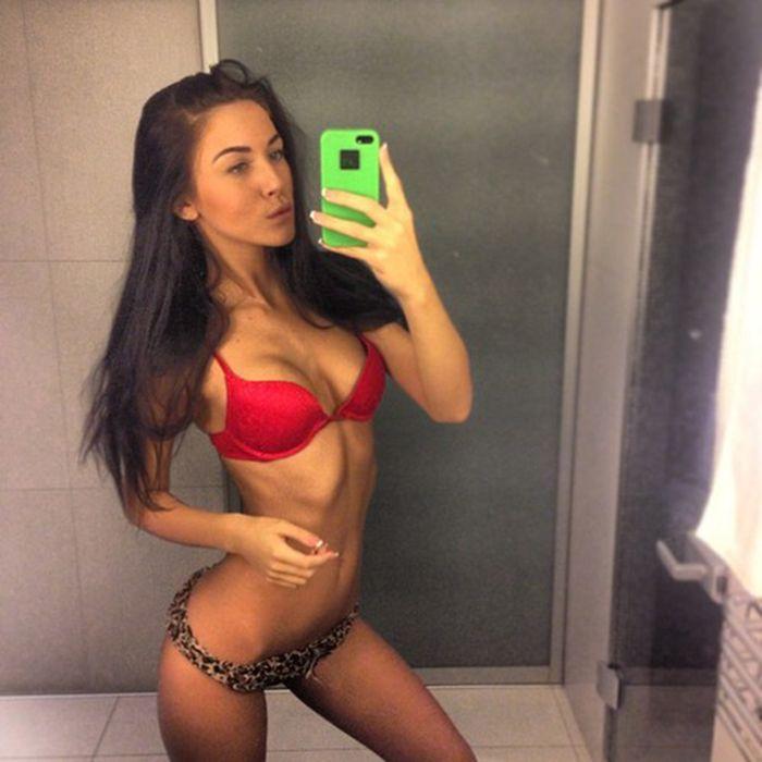 Girls in Bikinis (46 pics)