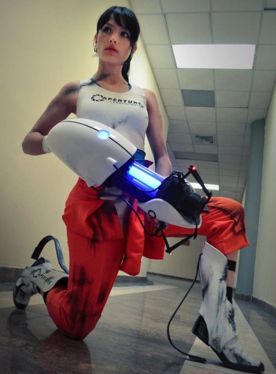 Angela Bermudez in Portal Cosplay Costume (5 pics)