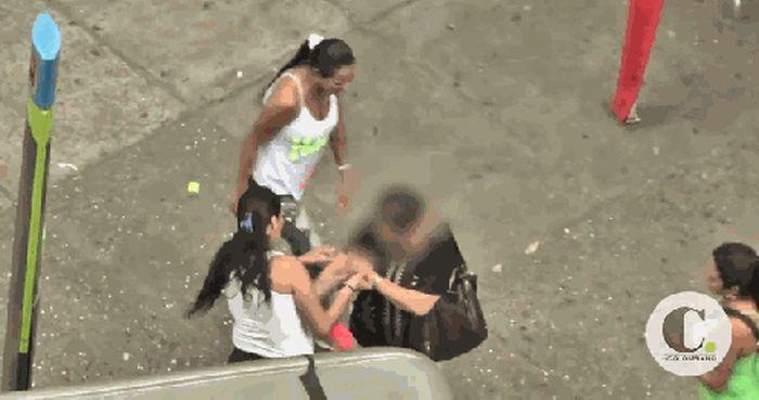 Female Pickpockets (4 pics)