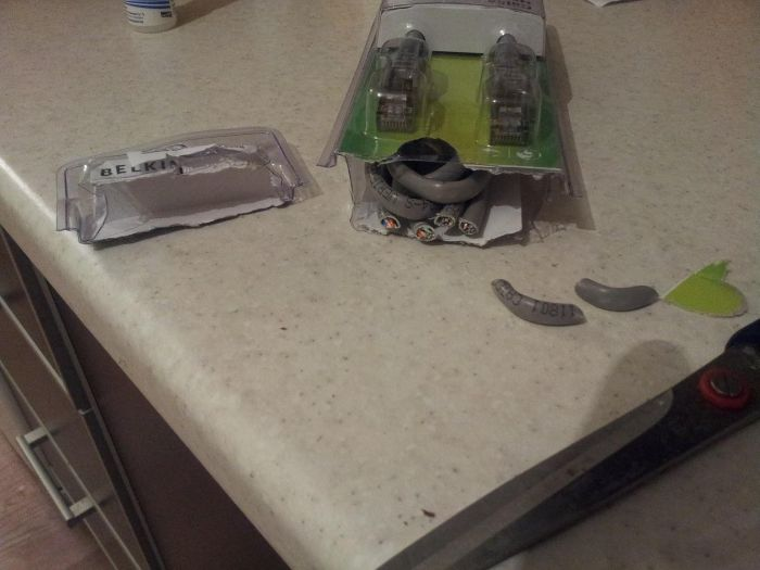 How Not to Open a Cable Package (3 pics)