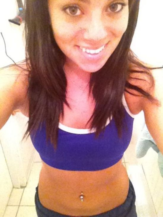 Hot Girls in Sport Bras (28 pics)