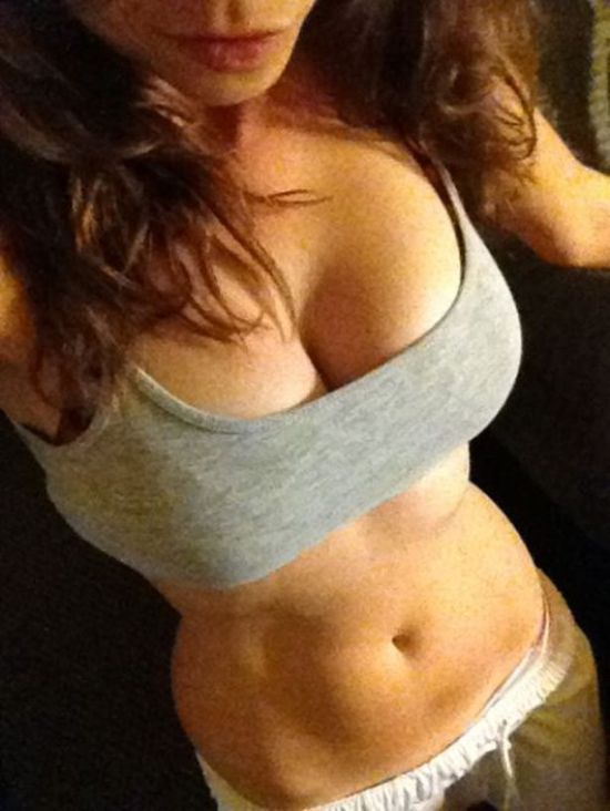 Hot Girls in Sport Bras (28 pics)